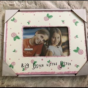 """🎁NEW in package """"sisters"""" 4 x 6 picture frame"""